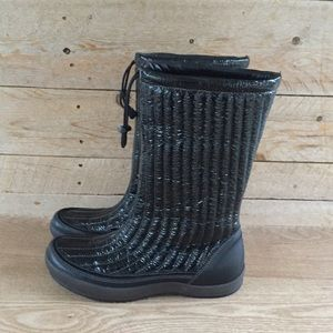 Ecco black patent leather quilted winter boots
